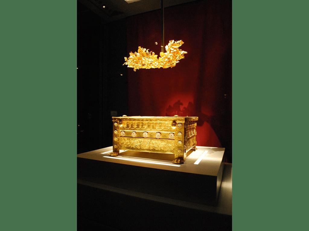 Vergina museum Golden Larnax and wreath of Philip II of Macedon